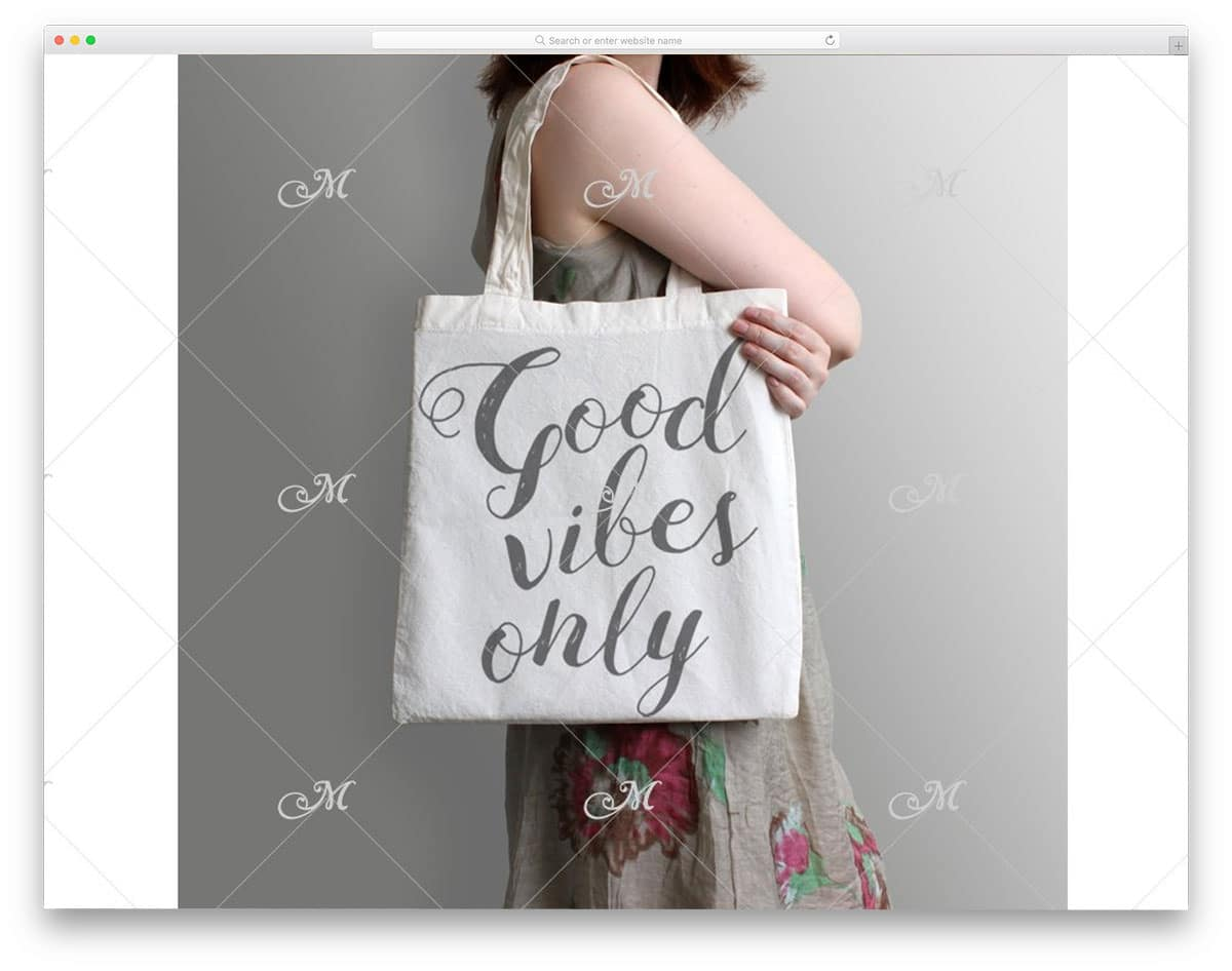 women with tote bag mockup